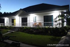 Bohol White House In Lila092